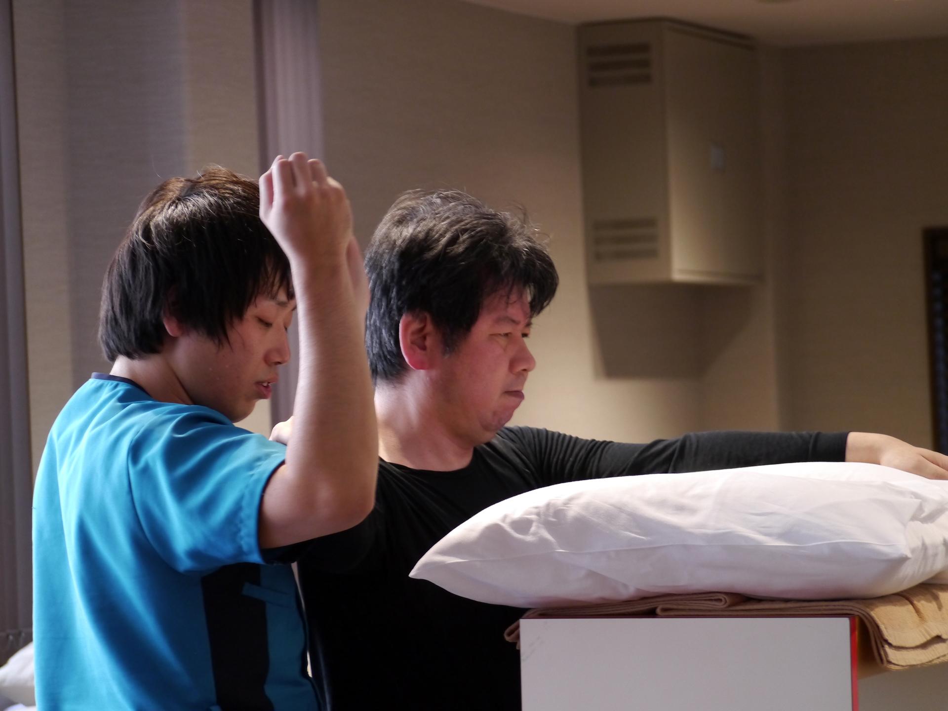 50代男性 脳梗塞 右片麻痺 小走りができ、階段もスムーズに